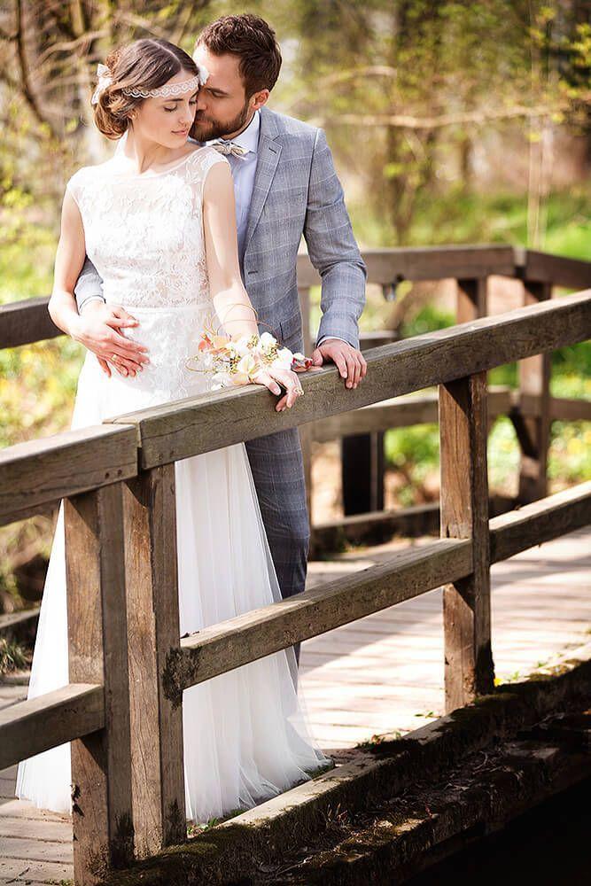 A picnic for two - spring-like wedding photos -  bridal couple, bridge – spring wedding photos  - #photos #picnic #Printmaking #Sculpture #spring #springlike #wedding #WeddingPhotography