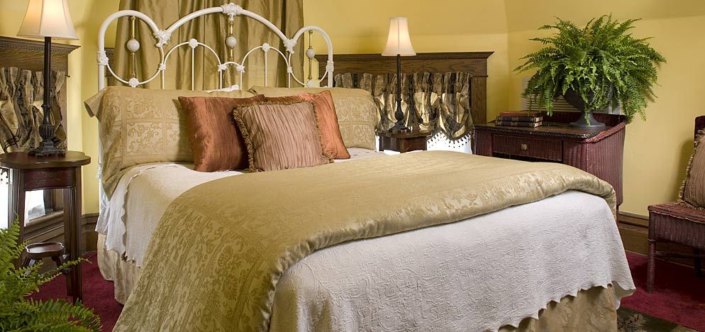 Romantic Michigan Getaways Luxury rooms, Room, Bed and