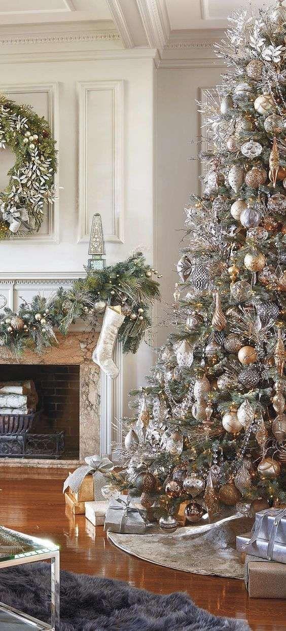 Idee per decorare un albero di natale dorato trees - Idee per decorare un albero di natale ...