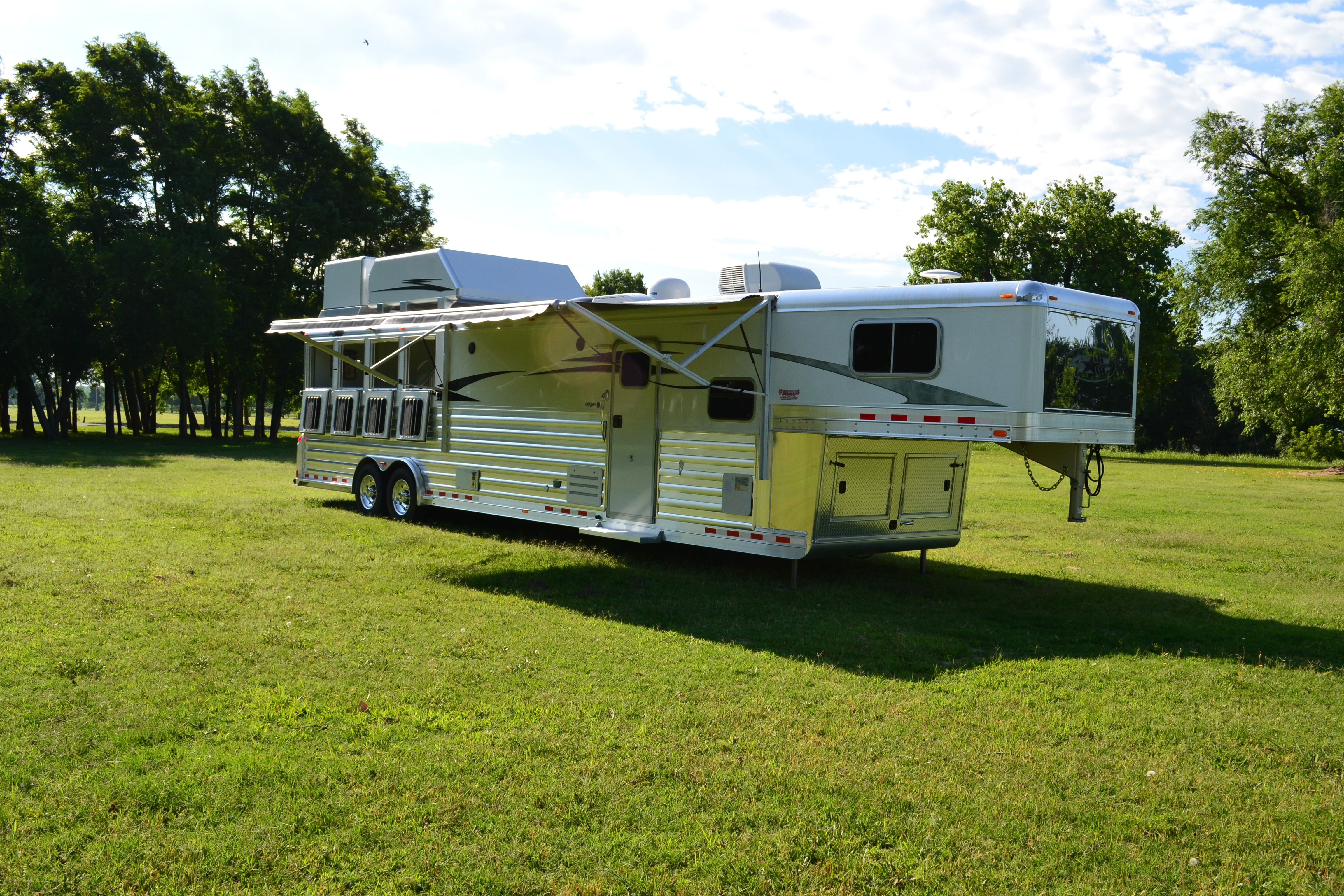"""2015 4-Star 4H with 15'6"""" Outlaw Conversion with 90"""" slideout. WOW!"""