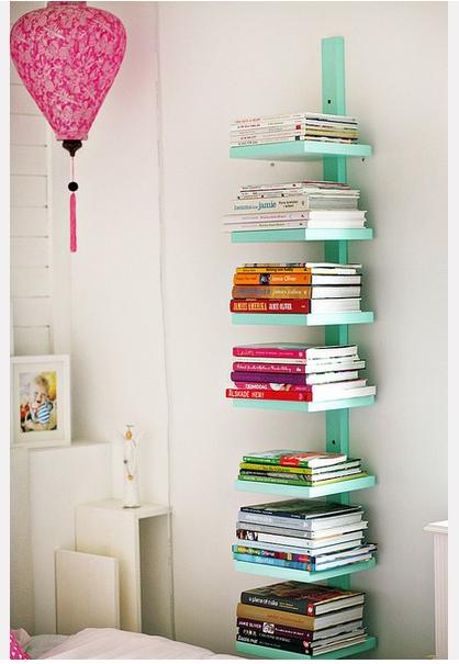 Olha que legal! Esta organizador é ótimo para espaços pequenos. Pode ser usado para organizar livros, revistas, plantas ou apenas para porta retratos e bibelôs! Adorei! =)