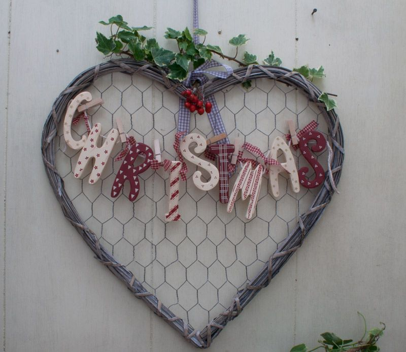 Wicker Chicken Wire Heart Card Holder Complete With 6 Mini Pegs, NOTE  Christmas Letter Garland