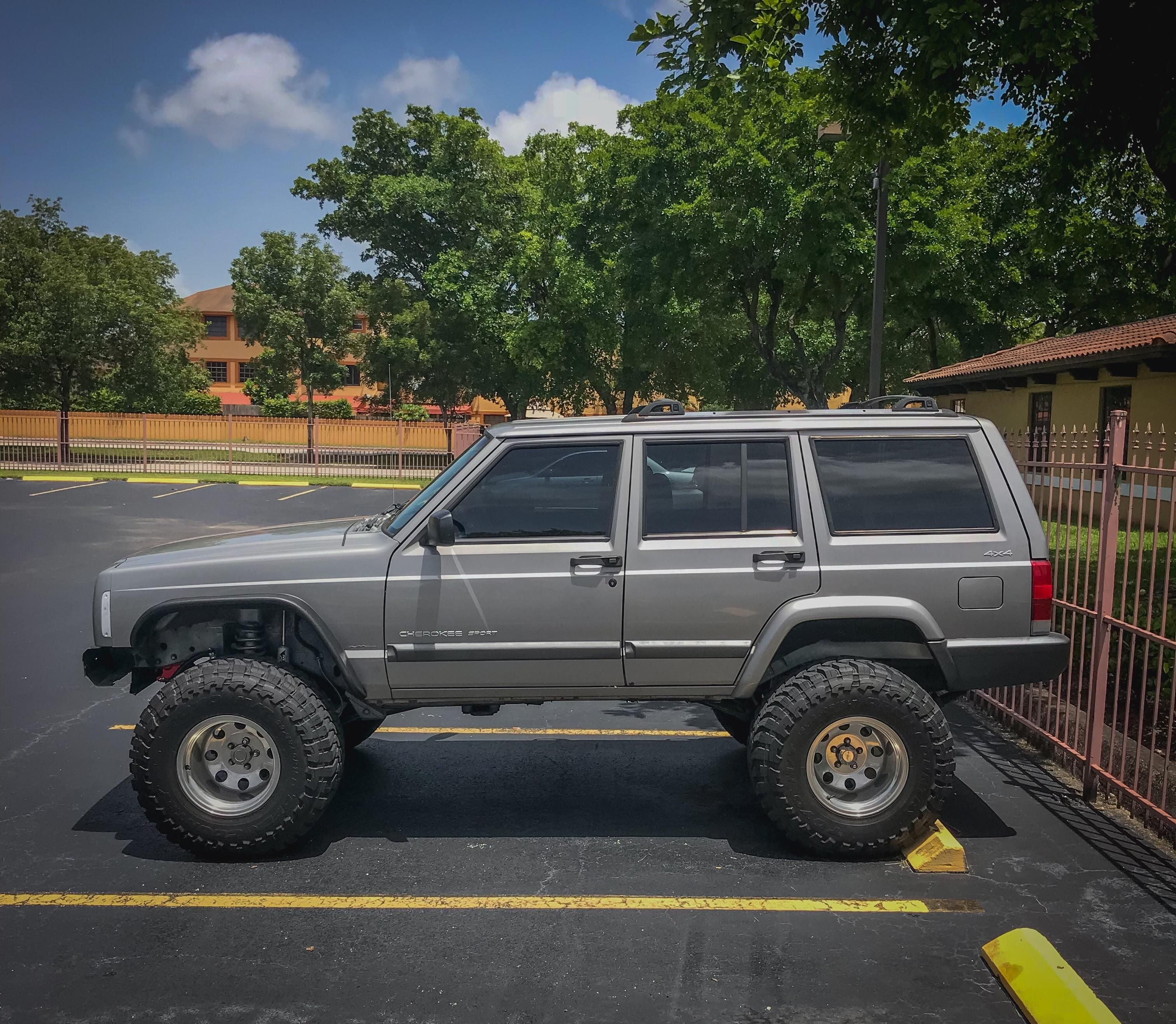 20 Super Clean And Lifted Jeep Cherokee XJs - Deluxe Timber
