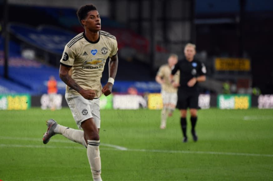 Manchester United Vs Crystal Palace Red Devils Keep Up Top Four Chase With 2 0 Win After Var Controversy In 2020 Manchester United Crystal Palace The Unit