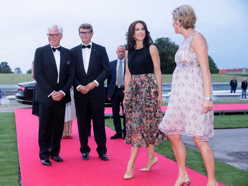 Mary participa en la ceremonia de INDEX. Agosto 27, 2015 | Cotilleando - El mejor foro de cotilleos sobre la realeza y los famosos. Felipe y Letizia.