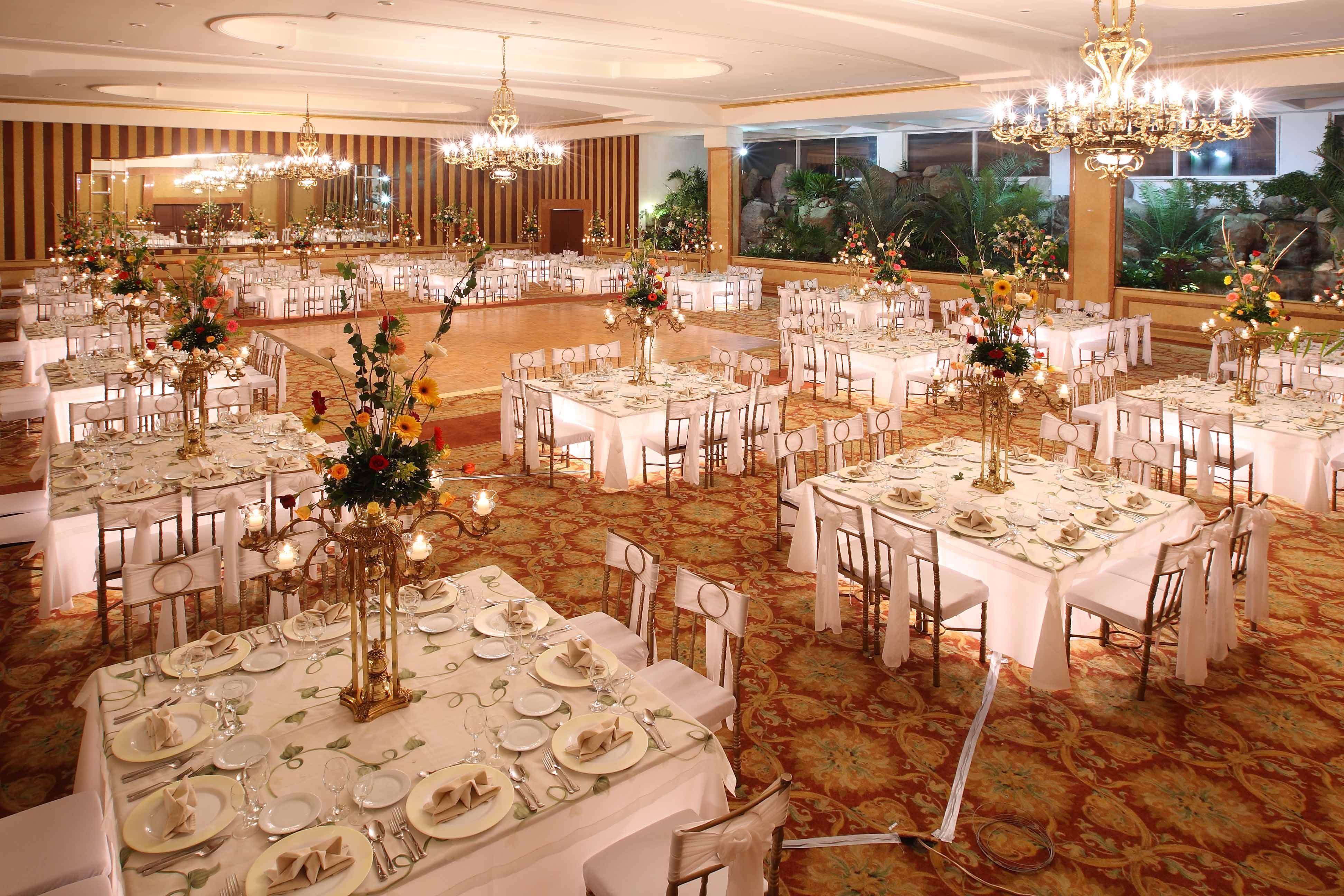 Pin de miss xv palacio en palacio biarritz table - Mesas salon redondas ...