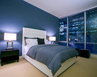 ديكورات لجميع درجات اللون الأزرق في دهانات الحوائط والجدران تناسب غرف النوم Blue Bedroom Midnight Blue Bedroom Bedroom Colors