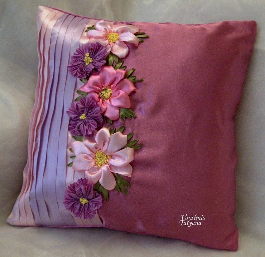 Beautiful use of colors and fabric pillows