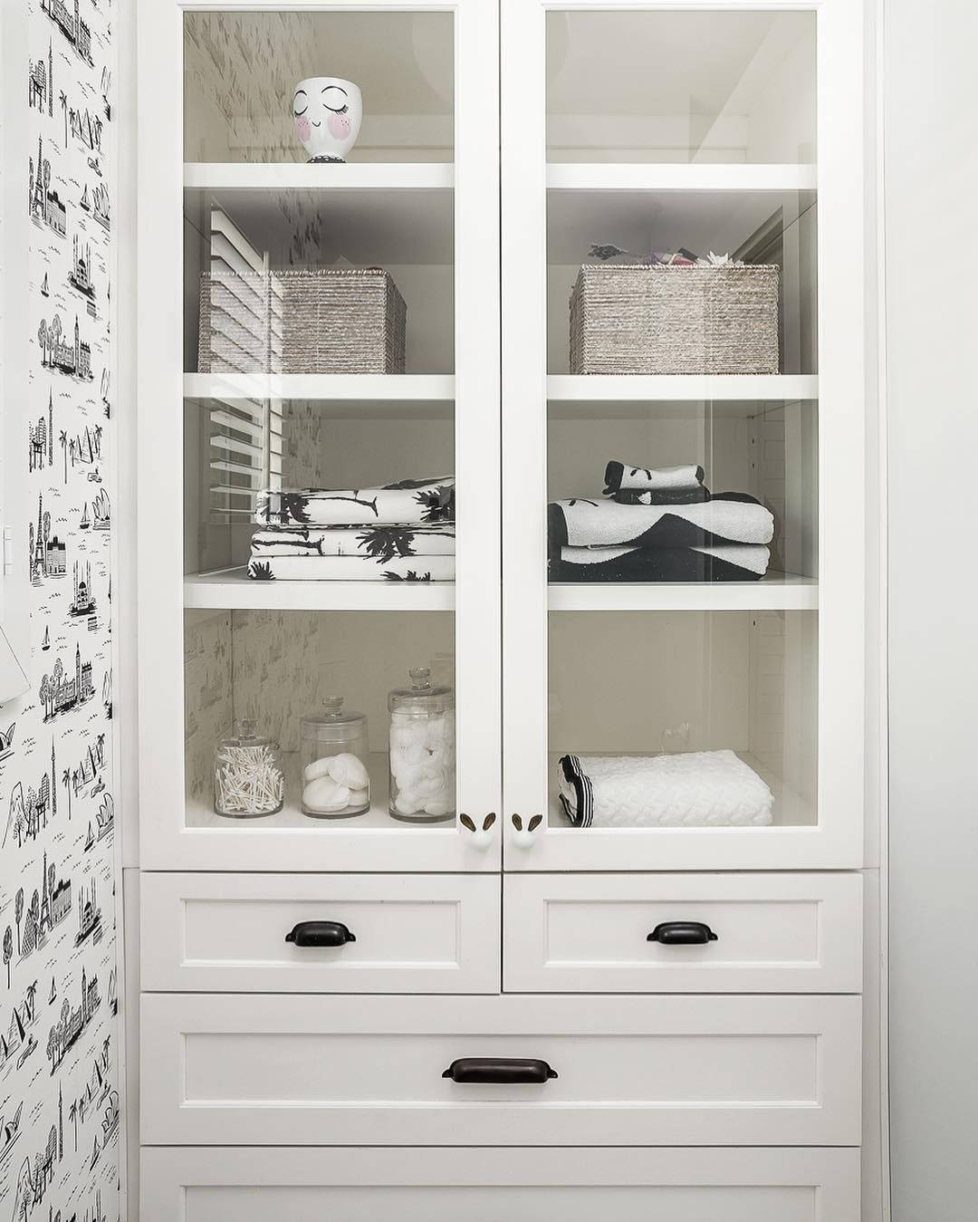 Bathroom built in linen cabinet | Organize! | Pinterest | Linen ...