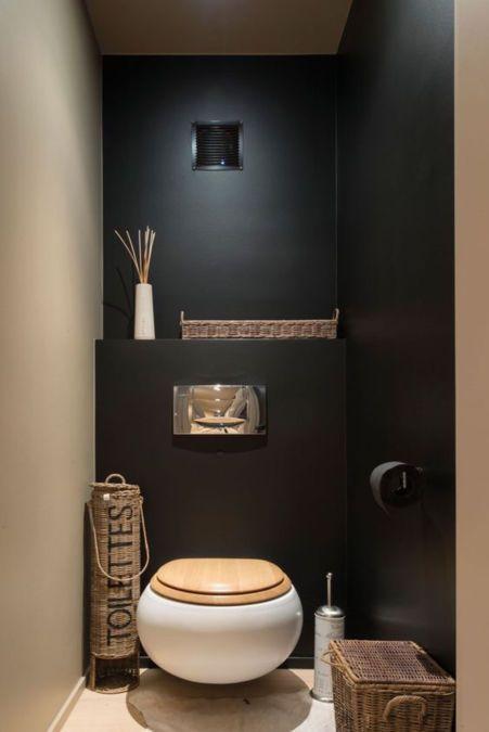 Idée déco pour les WC : peinture noire dans le fond, WC suspendu ...