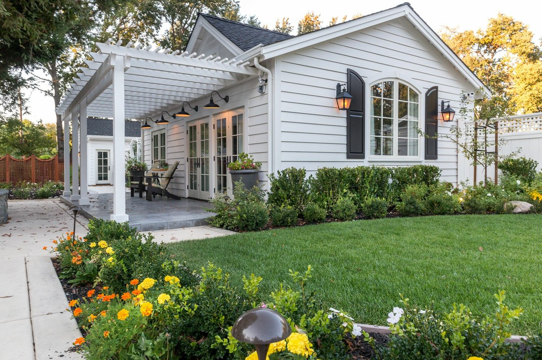 Pin by Kathrynkagy on granny pods | Backyard cottage ...