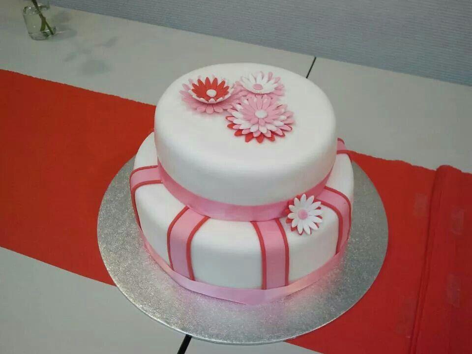 Simpele bruidstaart. Simple weddingcake