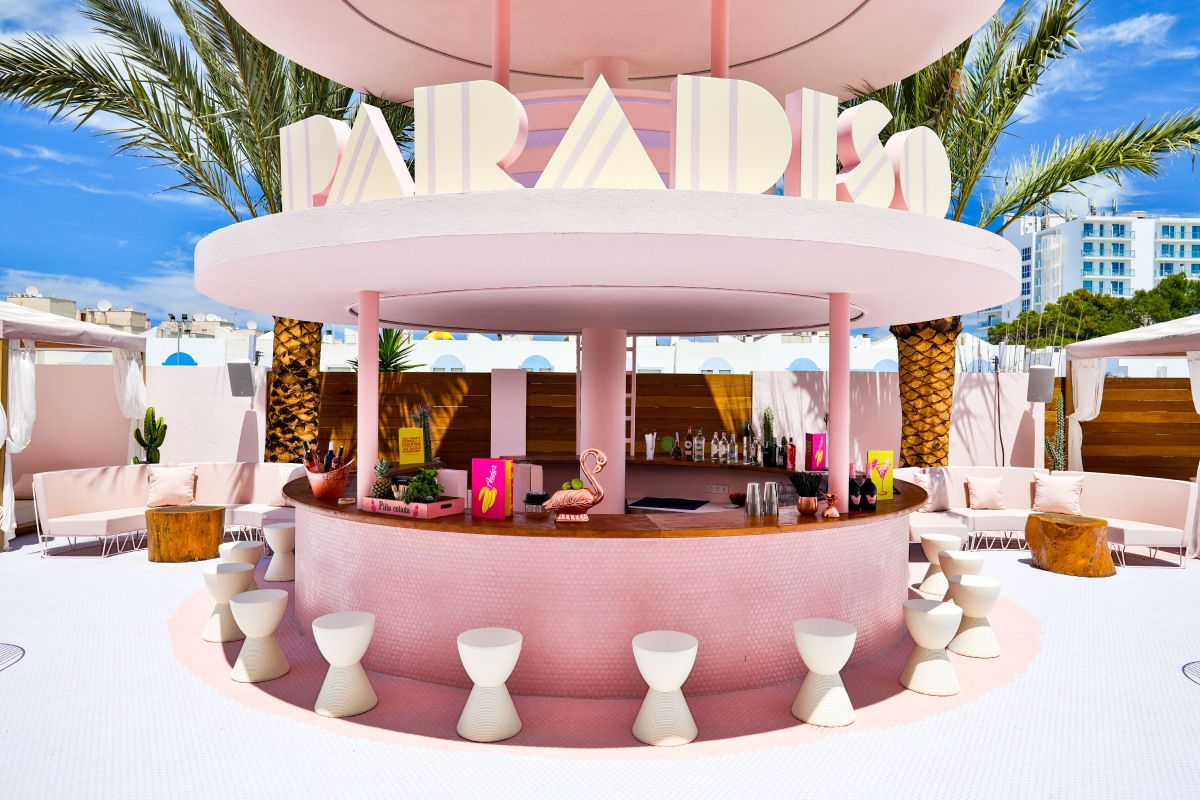 Best Hotel Bars Around The World To Visit Hotel Bar Hotel Concept Pool Bar