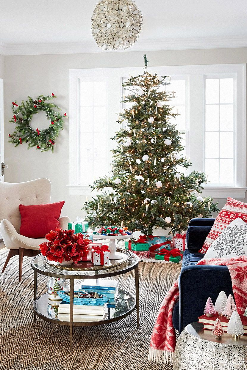 35 Pretty Christmas Living Room Ideas To Get You Ready For