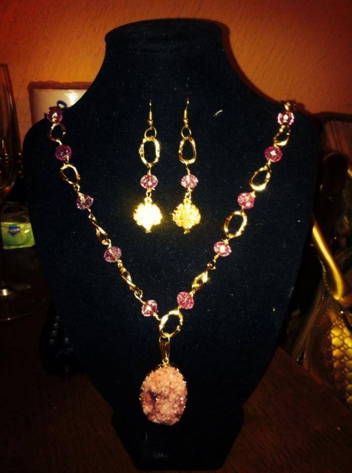 bello collar mediano con dije de cuarzo durzzy  en rosa y artes con árbol dela vida $300