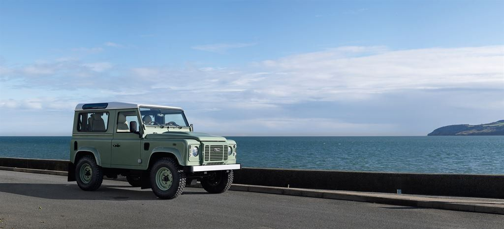 2015 Land Rover Defender Heritage Edition profile