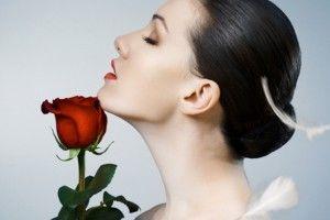 Cantinho das Ideias: Máscara de rosas e pepino para diminuir a idade que você aparenta ter