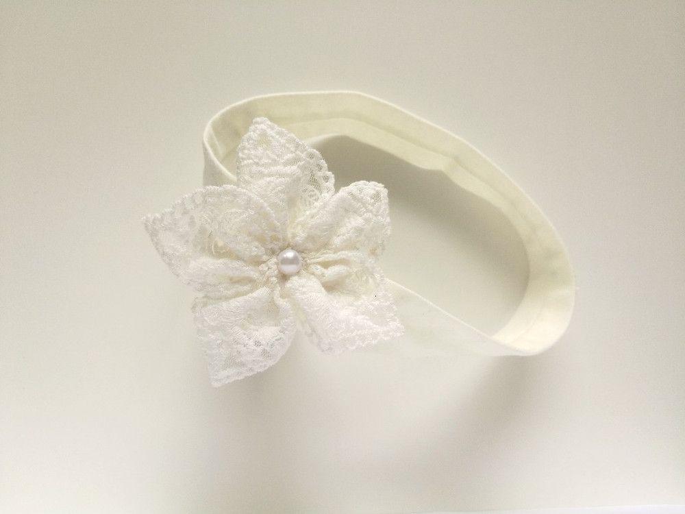 bafff9c59a Opaska koronkowy kwiatek z perełką ecru na chrzest - MadebyKaza - Opaski  dla niemowląt