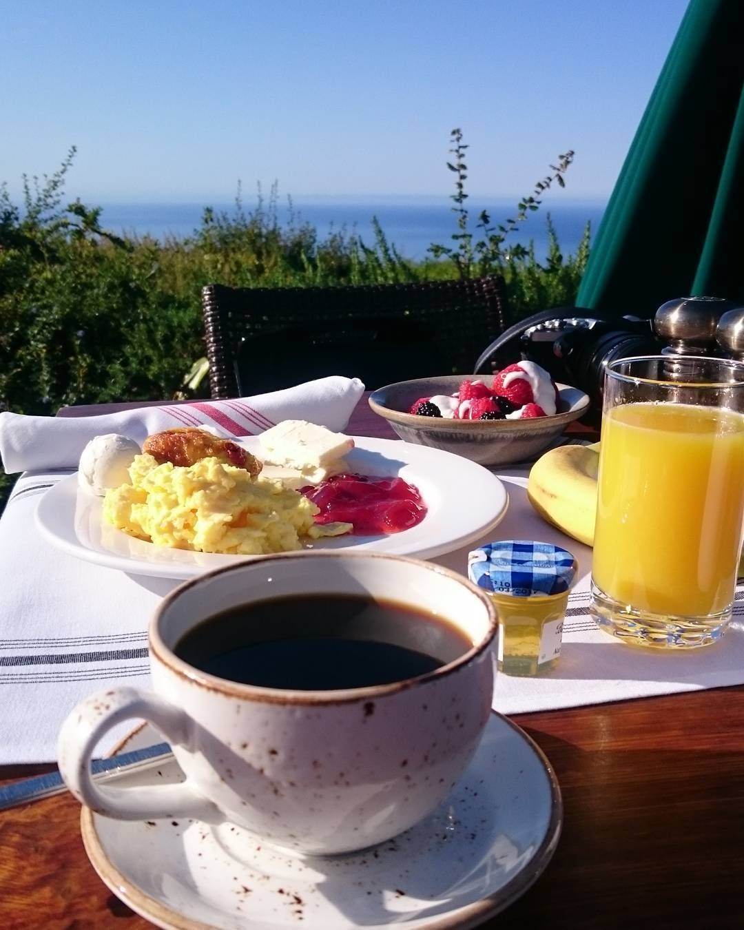 via @inyourbones: Breakfast at the edge of the world