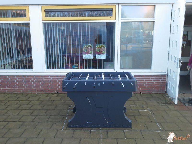 Tafelvoetbaltafel van beton Antraciet bij Kbs de Spelevaert in Zoetermeer