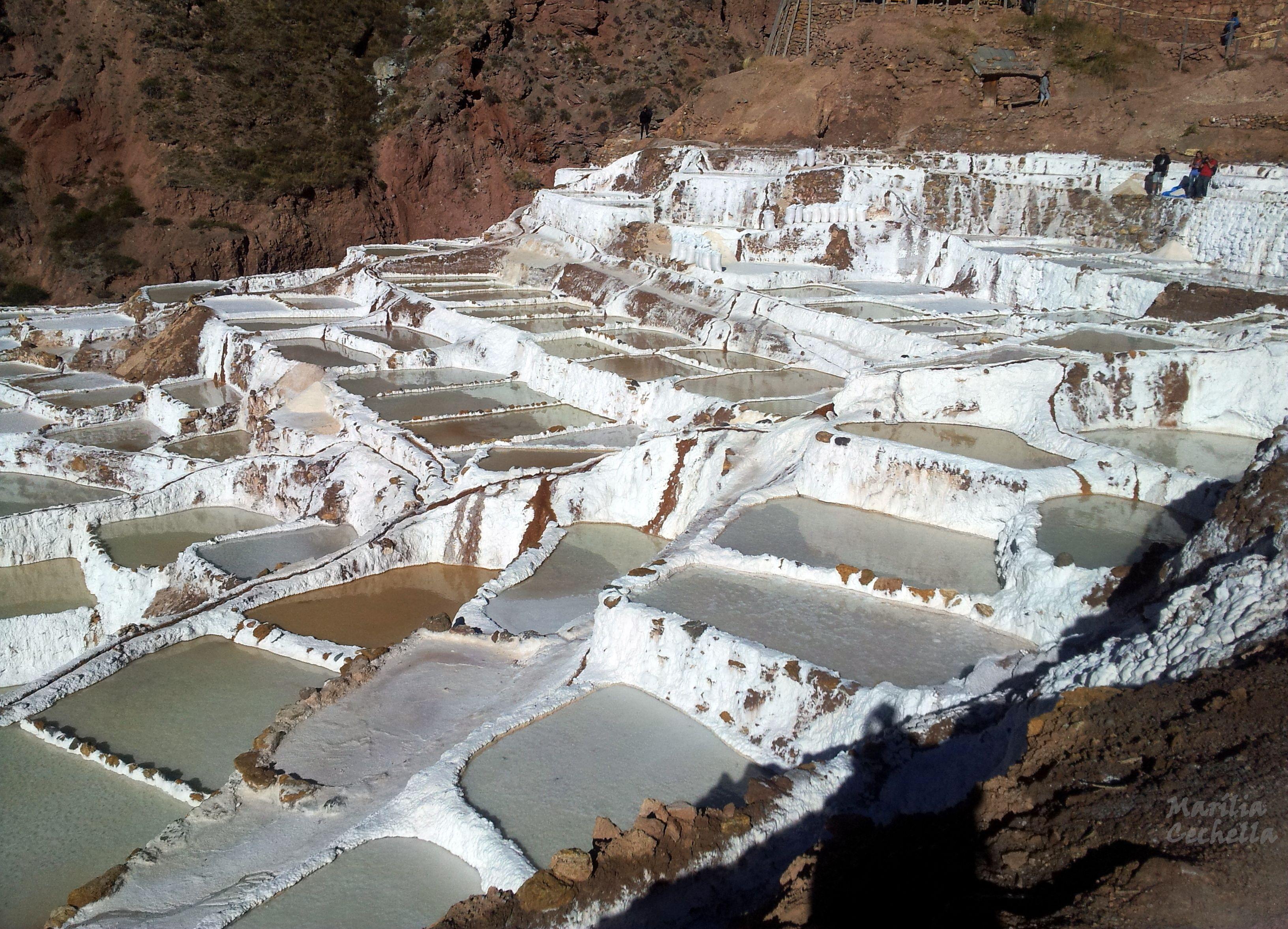 Piscinas de sal em maras peru no valle sagrado de los for Piscina de sal