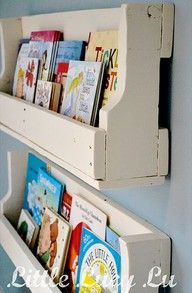 Little Lucy Lu From Pallet To Bookshelves Great Idea For Displaying Our Growing Childrens Book Collection