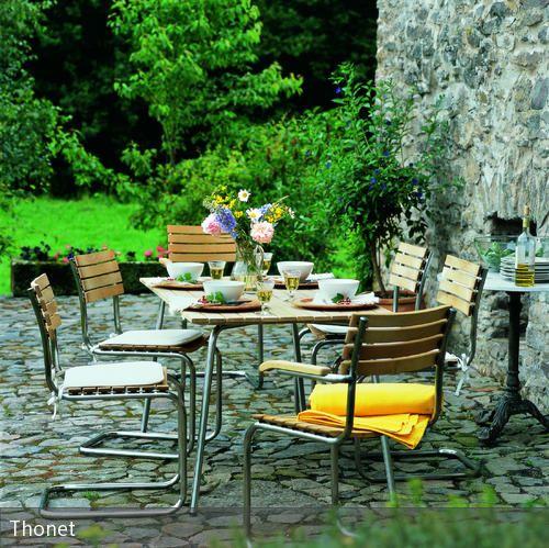 designer st hle und tisch auf steinterrasse garten terrasse m bel garten und terrasse. Black Bedroom Furniture Sets. Home Design Ideas