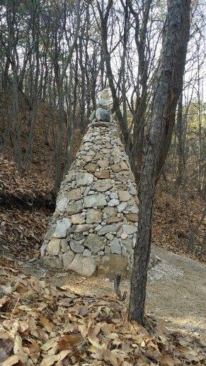 Pray : 간절히 소망한다. 정성들여 쌓아올렸을 이 돌탑 주인의 마음처럼...