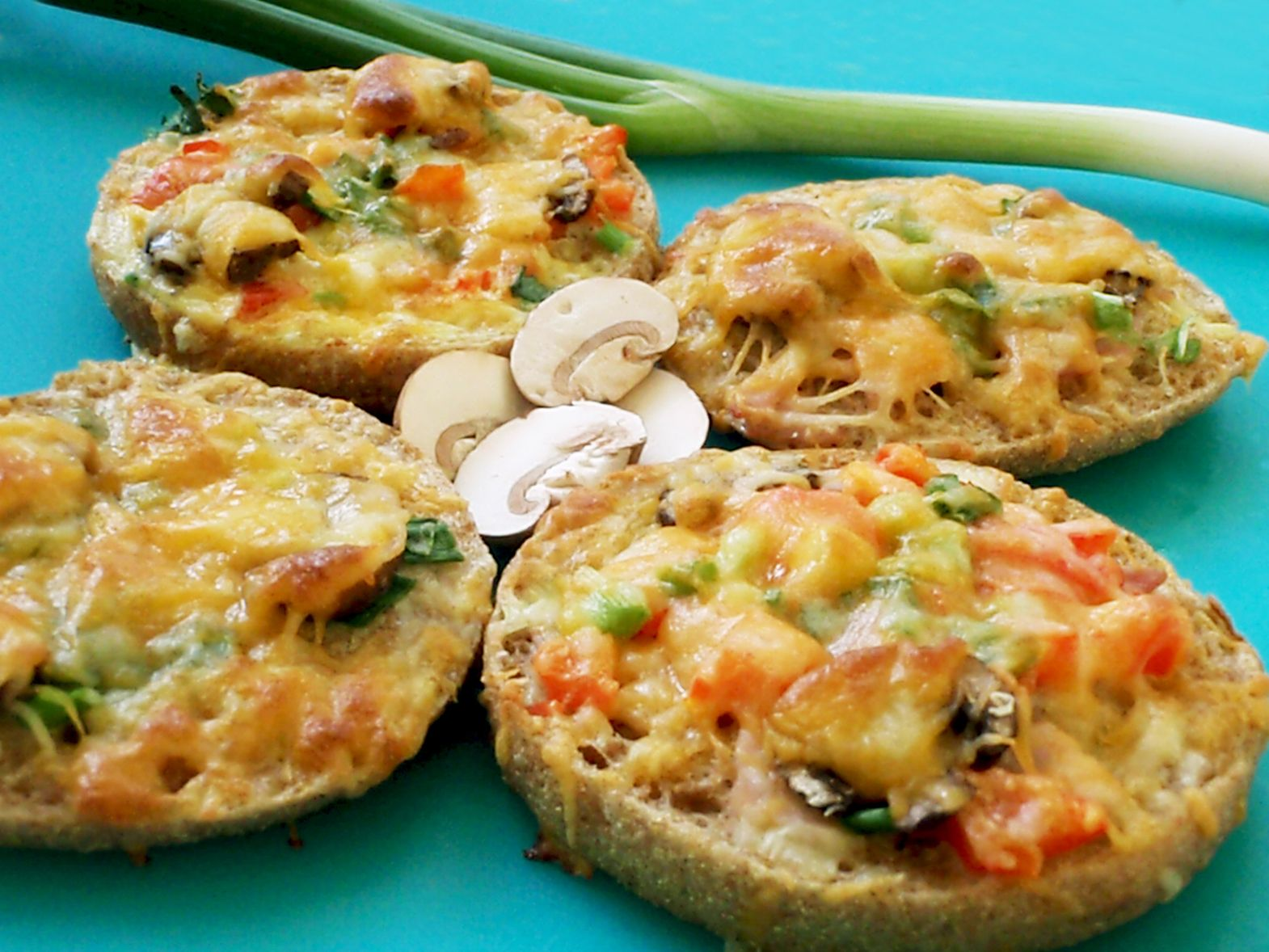 English muffin breakfast pizzas healthy quick breakfast english muffin breakfast pizzas healthy quick breakfast forumfinder Choice Image