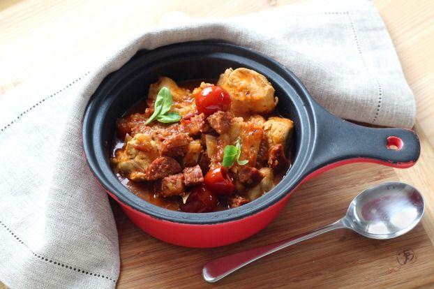"""750g vous propose la recette """"Poulet au chorizo au Cuisine Companion"""" publiée par Pascale Weeks."""
