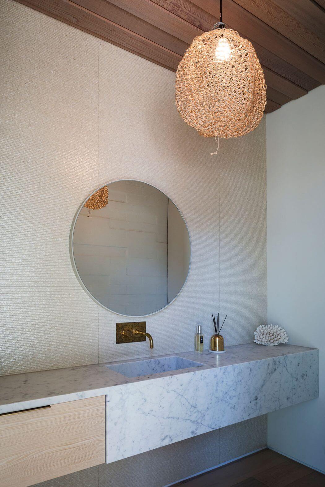 Contemporary House in Omaha by Julian Guthrie | coast bathroom ...