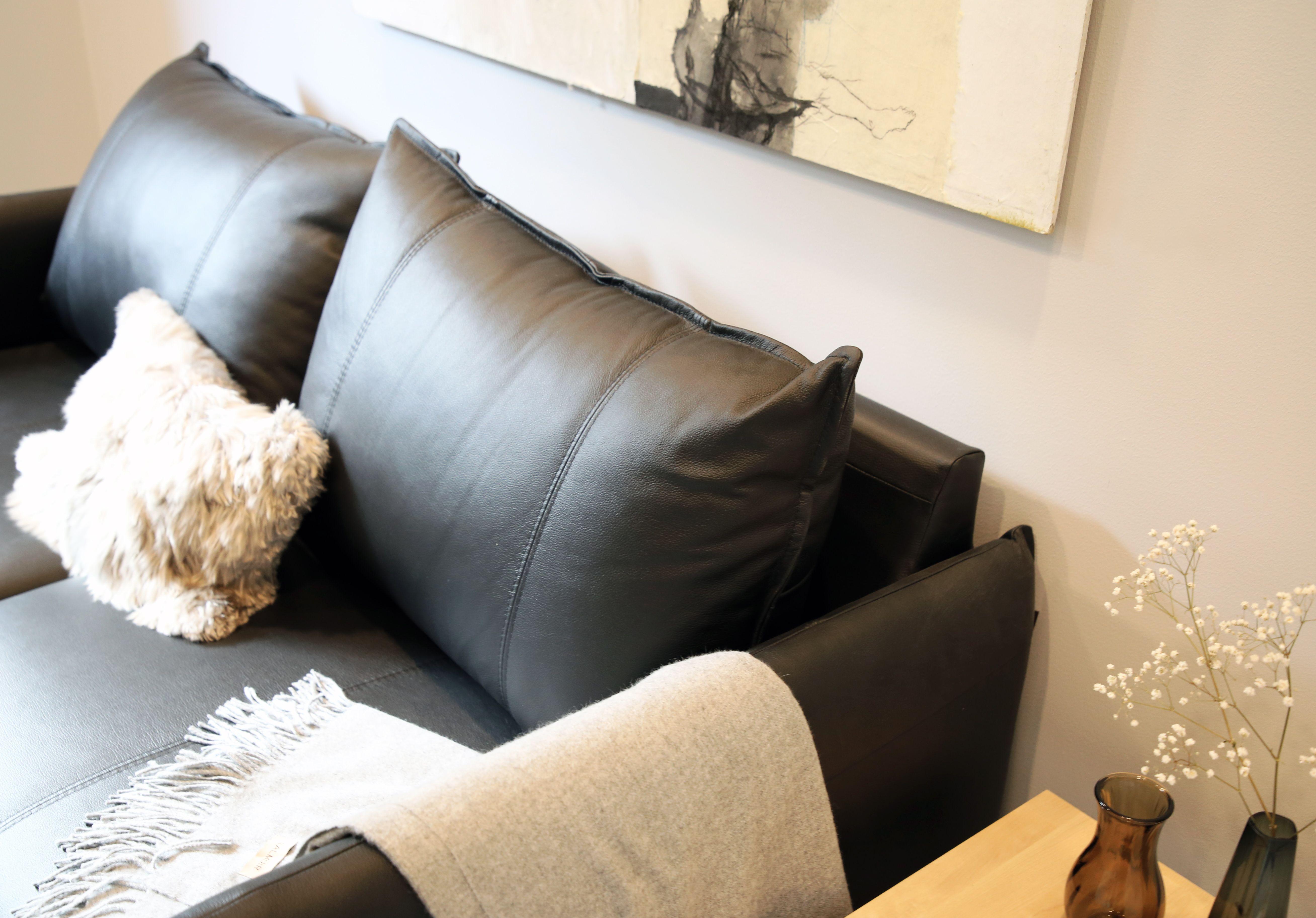 Jos olet tänään liikkeellä Asuntomessuilla, kannattaa käydä ihailemassa Pohjanmaan Chic-sohvaa kohteessa 24 MinunVALO! Chic-sohvat saatavana Iskusta. #pohjanmaan #minunvalo #asuntomessut2017