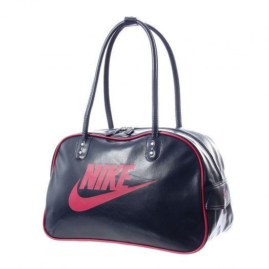 Lleva al gimnasio todo tus elementos básicos en la mochila Nike Heritage  Shoulder Club 8f900c8dd9d6e