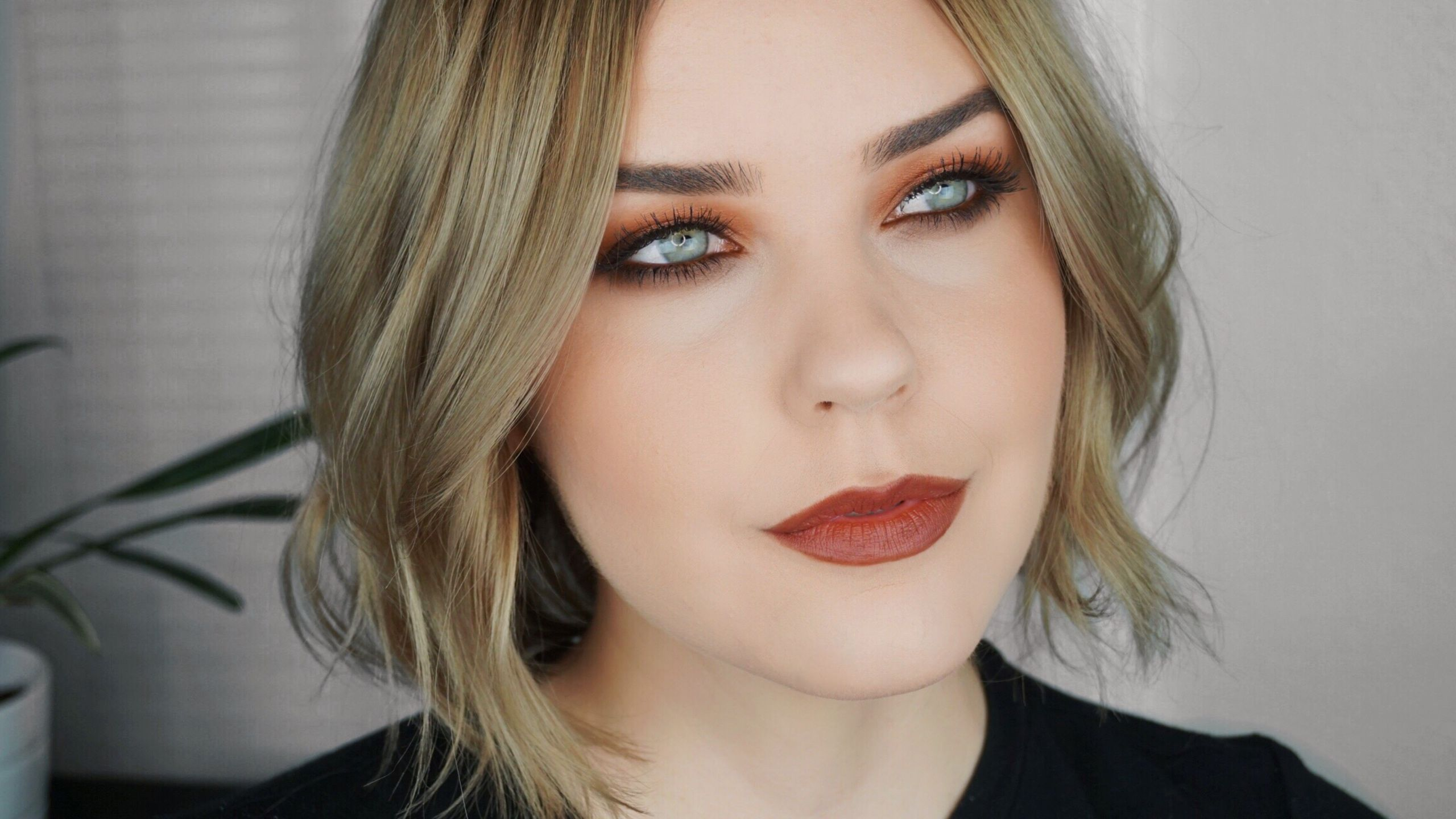 warm monochromatic makeup look. red copper brown eyeshadow