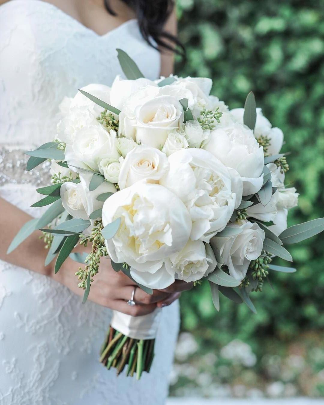 20 Elegant White and Greenery Wedding Bouquets