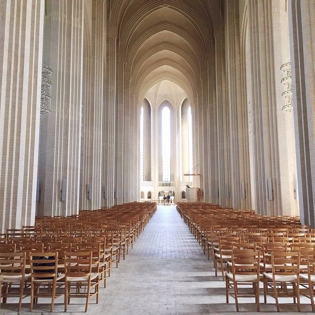 This church in Copenhagen never ceases to amaze me! I did a feature on it for @cerealmag a while ago and you can find that and more of my travel guides on my new website nanahagel.com (link in profile) as well as some selected photo collabs.