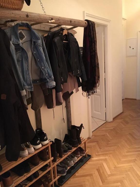 DIY-Garderobe aus altem Leiter. #Flur #Einrichtung #Einrichtungsidee #Garderobe …