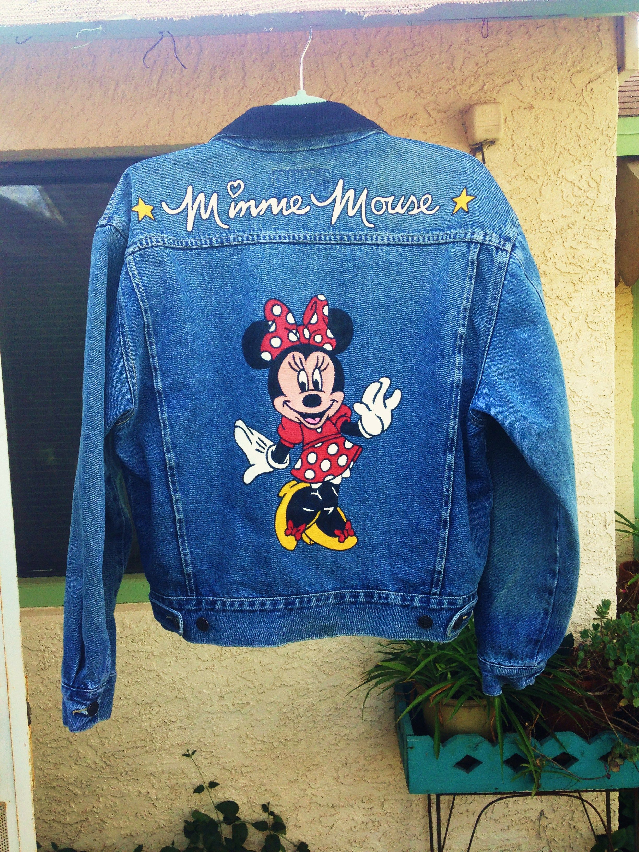 Minnie Mouse custom painted on denim jacket by @bleudoor on Instagram #disney