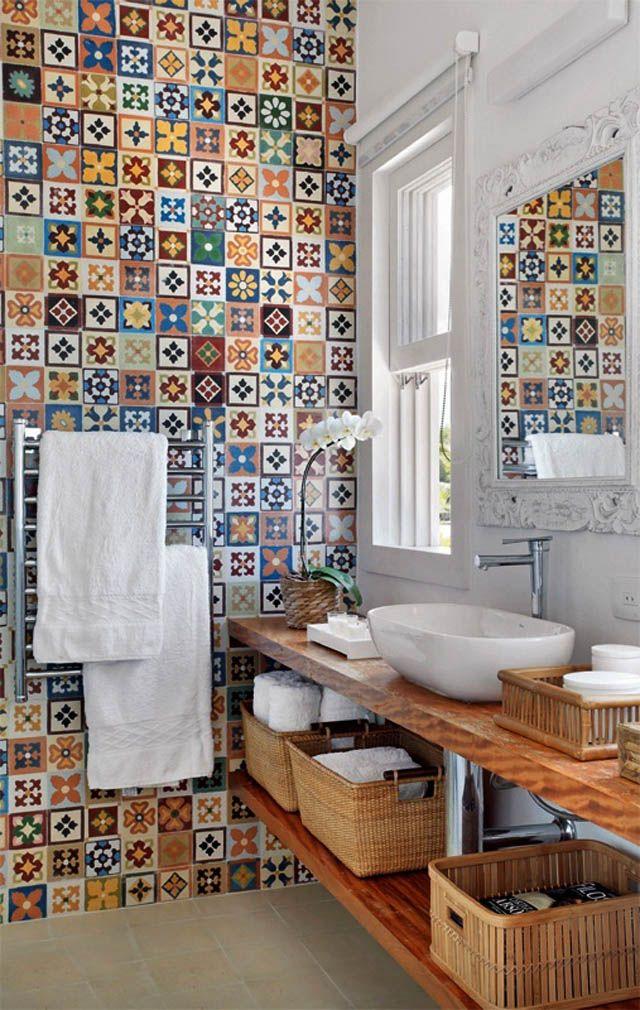 #Baño Lleno De #originalidad Y #arte Con #azulejos Pequeños Y De Diferentes  #motivos. #baño