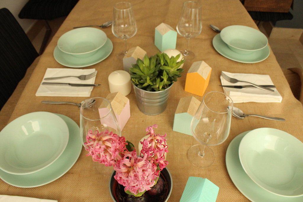 Una mesa de Acción de Gracias en tonos pasteles