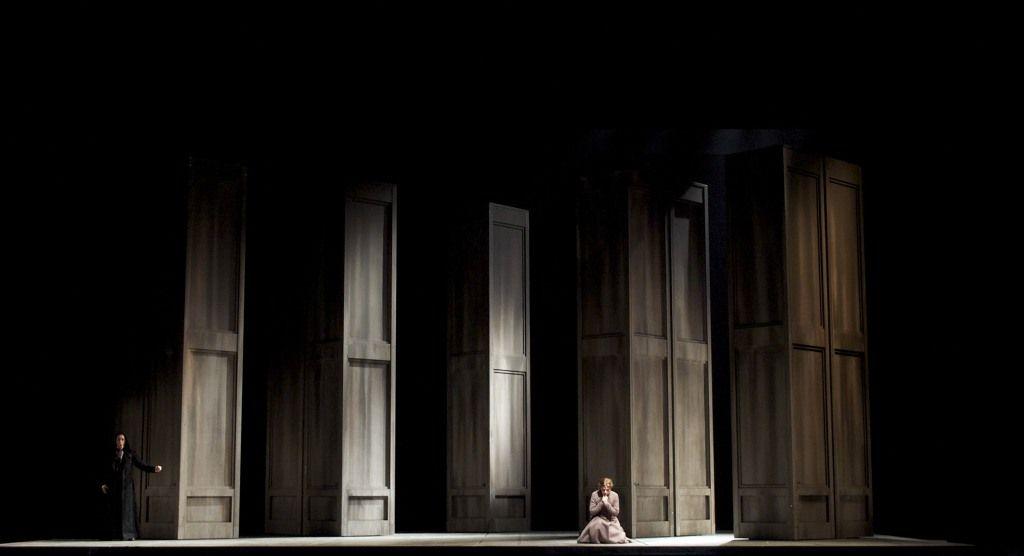 Faust Opéra de Montréal Director: Alain Gauthier Set: Olivier Landreville Lighting: Martin Labrecque