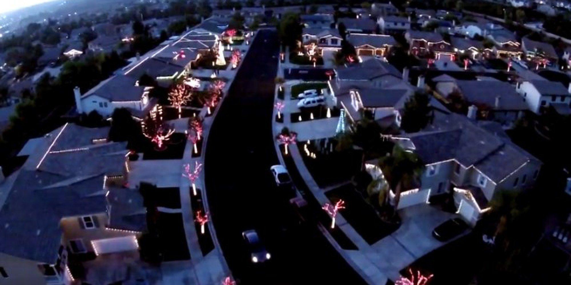 WATCH: One Neighborhood\'s Jaw-Dropping Christmas Light Show ...