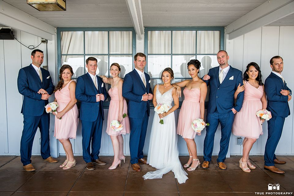 San-Diego-outdoor-wedding-bride-and-groom-with-wedding-party.jpg ...