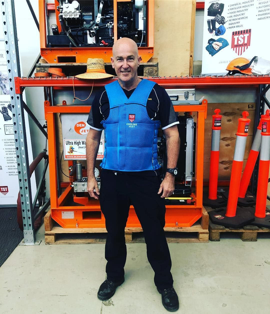 Cooling Clothing Vests For You Who Work In Warm Environments And