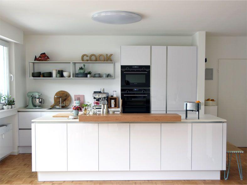 Küchenumbau Neue Küche mit weißen Hochglanzfronten und