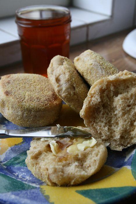 FBS maart 2014 http://etenmaken.blogspot.nl/2014/03/english-muffins.html Een leuk recept met verrijkt gistdeeg van de blog van Verona, miss Baksel..