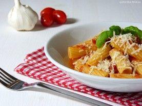 Tortiglioni al pomodoro - Nudeln mit Tomatensauce