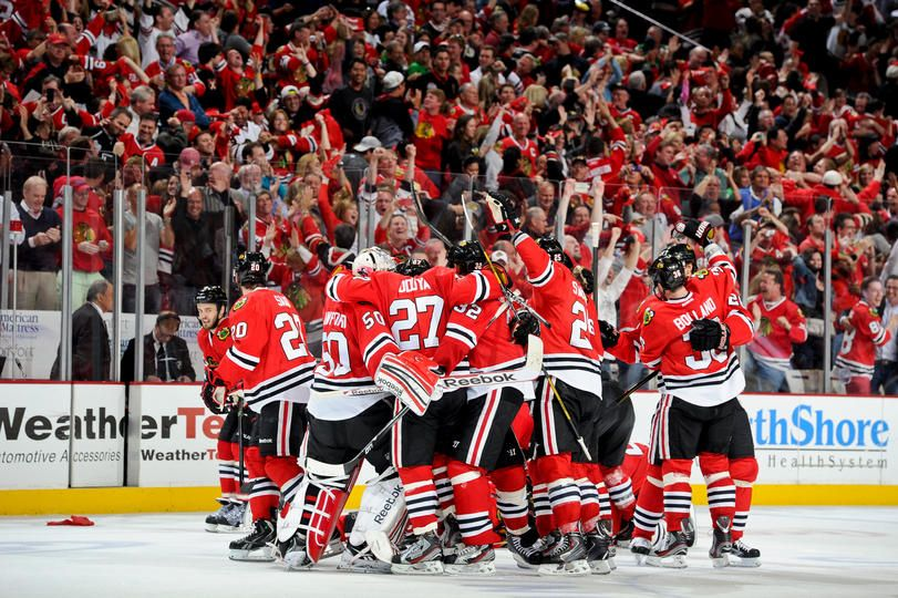 Chicago Il June 8 The Chicago Blackhawks Celebrate After Defeating The Los Angeles Kings And Taking The Western Confe Chicago Blackhawks Blackhawks Chicago
