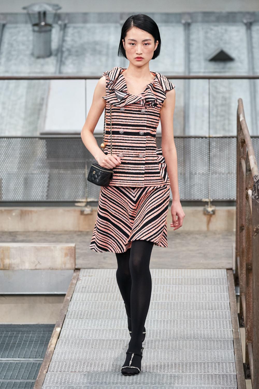 Chanel Spring 2020 ReadytoWear Fashion Show 스타일리쉬한 옷