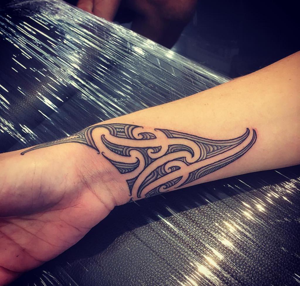 Custom Wrist Ta Moko Kirituhi Maori Tattoo Wrist Te Kanawa Otautahi Auckland Tattoos Maori Tattoo Designs Polynesian Tattoos Women